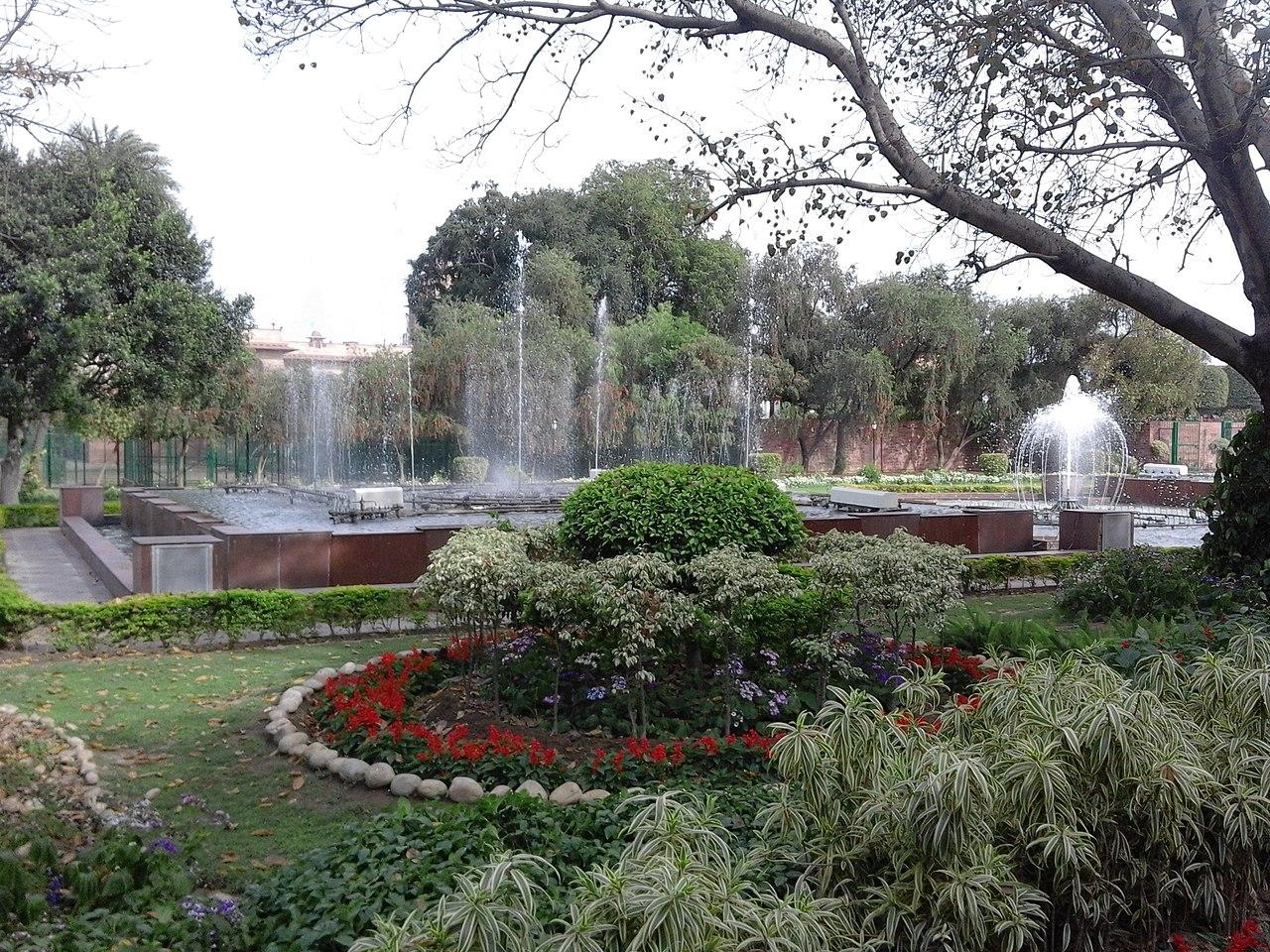 File taken at india 39 s most beautiful garden mughal garden for Most beautiful garden trees