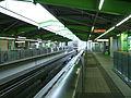 Tama-monorail-Tachihi-station-platform.jpg