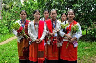 Tanchangya people - Image: Tanchangya women