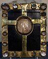 Tavolette-stauroteca, in rame dorato e cristallo di rocca, xiv secolo 02.jpg