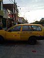 Taxista sobre ciclovia.jpg