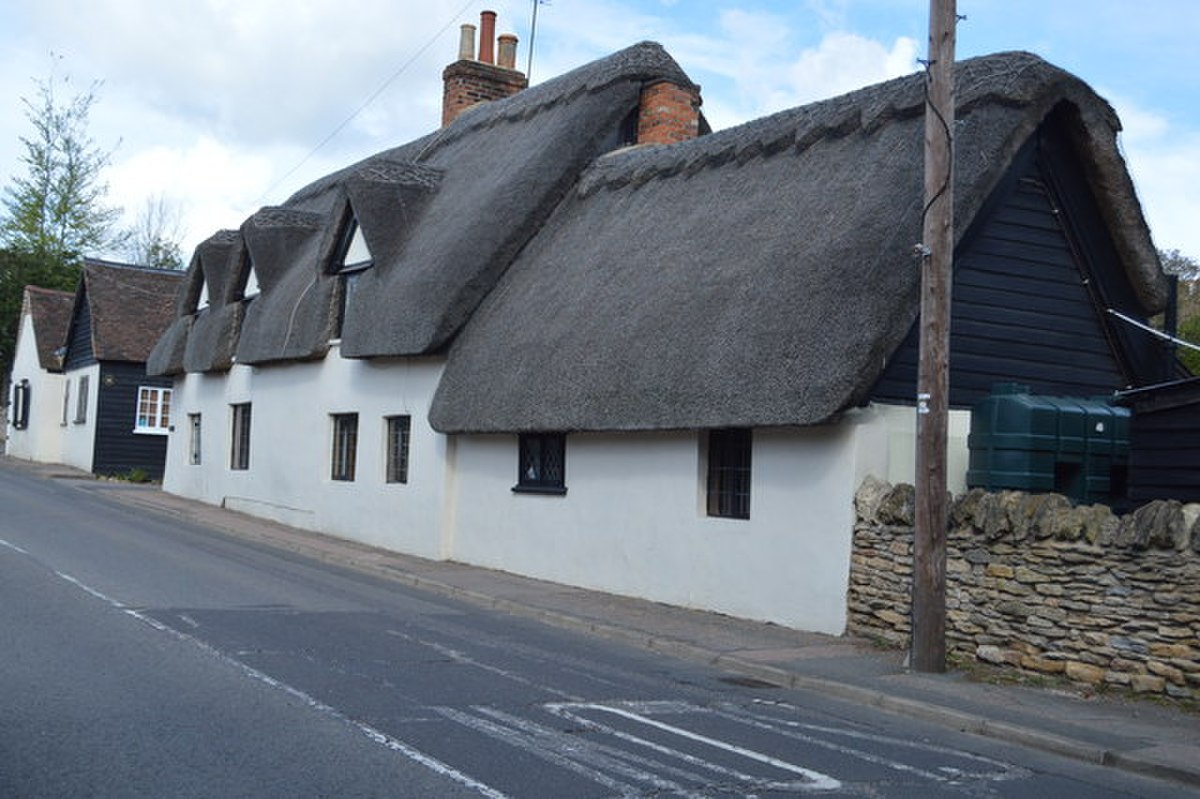 Thatched cottages, Bromham - geograph.org.uk - 5002547.jpg