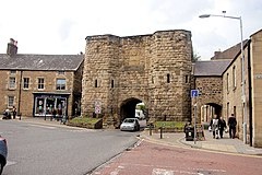 The Bondgate Tower - geograph.org.uk - 1398058.jpg