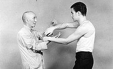 Bruce Lee insieme al suo insegnante Yip Man