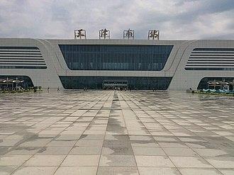 Tianjin South Railway Station - Image: Tianjin South Railway Station 20120610