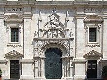 Il portale della basilica di San Nicola.