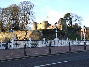 """<a href=""""http://search.lycos.com/web/?_z=0&q=%22Tonbridge%20Castle%22"""">Tonbridge Castle</a>"""
