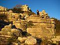 Touristin in der Abendsonne auf einem der bizarren Felsen..JPG