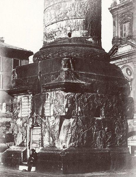 File:Trajanssaeule fuss 1860.jpg