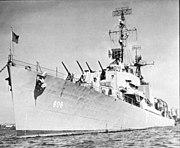 USS Higbee (DD-806) at anchor, circa 1945-1948 (USN 1045968)