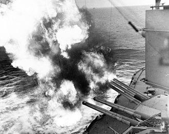 "14""/45 caliber gun - Image: USS Nevada (BB 36) fire on positions ashore"