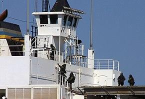 Incursori di COMSUBIN durante l'esercitazione Clever Sentinel (acque del Mediterraneo - 2004)