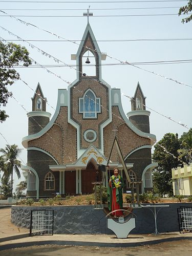 https://upload.wikimedia.org/wikipedia/commons/thumb/3/37/VIMALAGIRI_KADAPPARA_CHURCH_Malayattoor.JPG/375px-VIMALAGIRI_KADAPPARA_CHURCH_Malayattoor.JPG