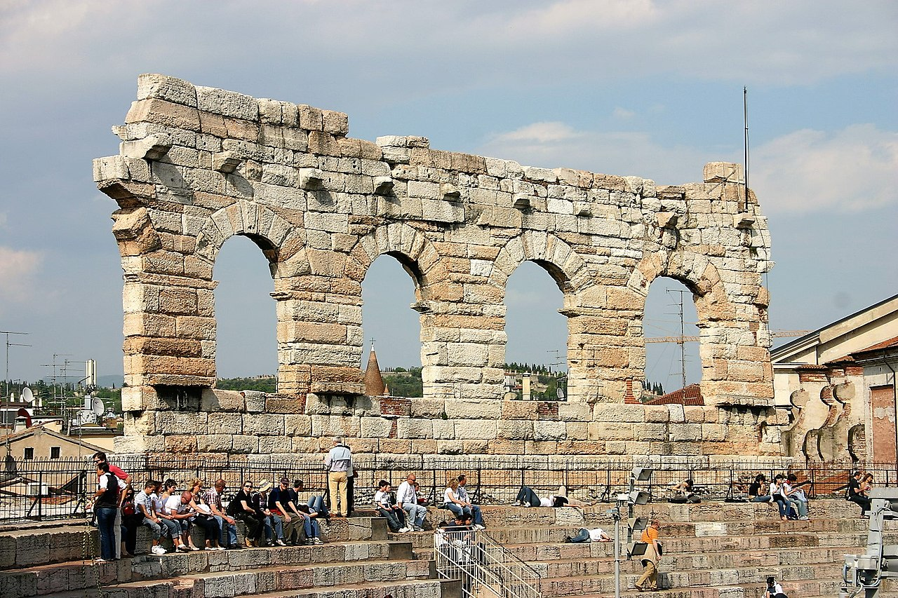FileVerona, Arena di Verona (2).jpg Wikimedia Commons