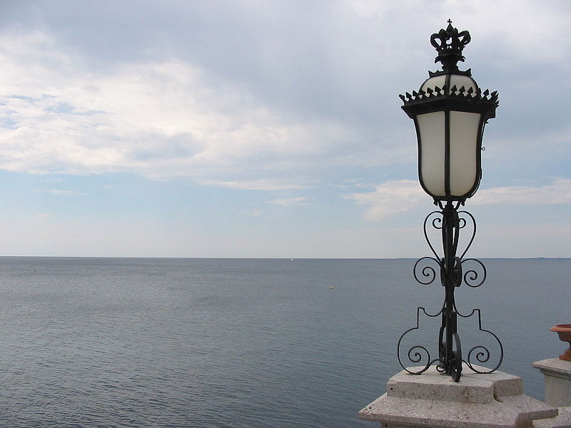 http://upload.wikimedia.org/wikipedia/commons/thumb/3/37/View_from_Miramare_Castle_-_Sea.JPG/800px-View_from_Miramare_Castle_-_Sea.JPG