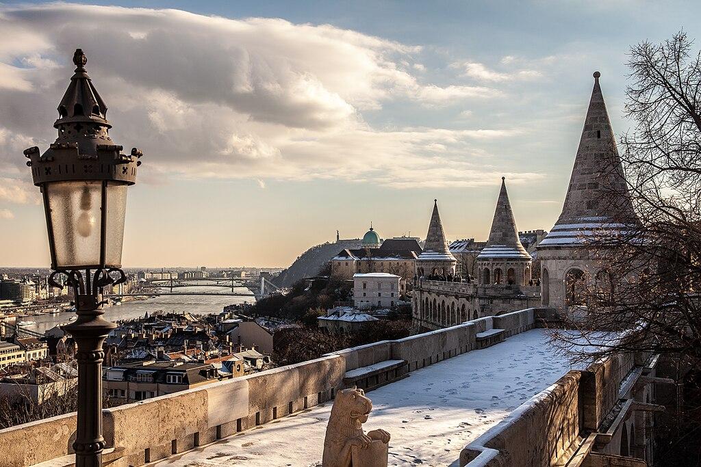 Vue sur Budapest depuis le bastion des pêcheurs au Palais de Budavar à Budapest. Photo de Andrés Nieto Porras.
