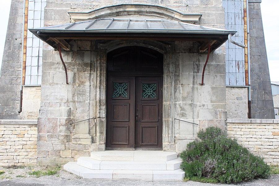 Portail de l'église de Villers-sous-Montrond (Doubs).