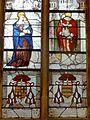 Vineuil-Saint-Firmin (60), église Saint-Firmin, verrière n° 1 - Vierge à l'Enfant, saint Firmin céphalophore.JPG