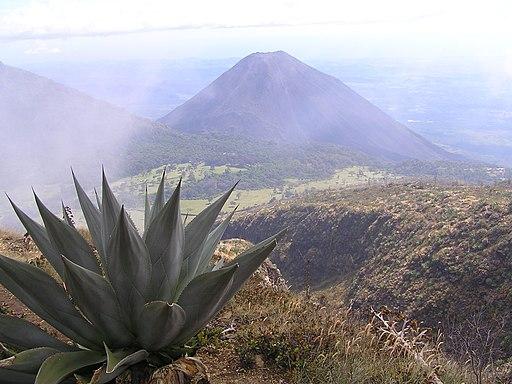 Volcan Izalco desde Volcan Santa Ana Places to Visit in El Salvador