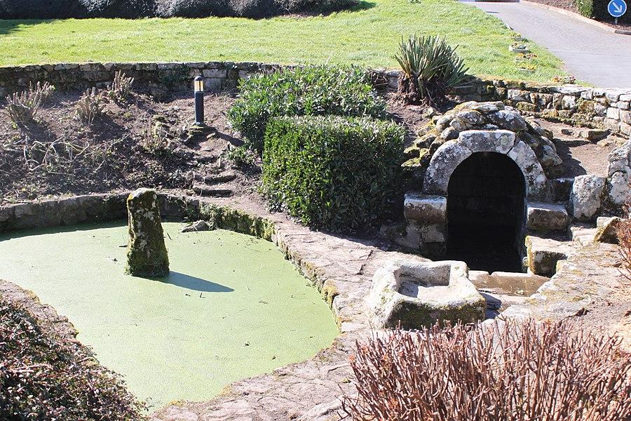 Fontaine aux bêtes, chapelle Saint-Philibert, dite Notre-Dame des Flux et Reflux ou Notre-Dame du Ster, Fr-56-Ploemel.
