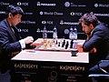 Wesley So und Lewon Aronjan, Kandidatenturnier Berlin 2018, 6. Runde.jpg