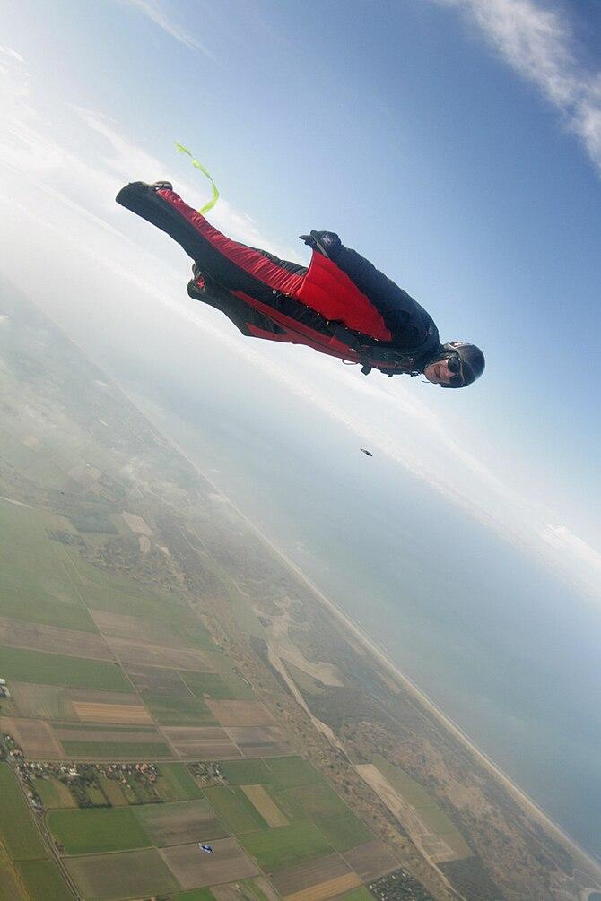 Wingsuit flyer at Holland wingsuit boogies