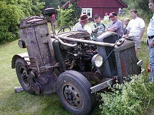 Wood gas - Wood gasifier on a Ford truck converted into a tractor