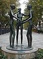 Zaragoza - Escultura 'Complicidad', de Alberto Gomez Ascaso.jpg