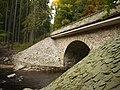 Zemská brána - kamenný most pilíře.JPG