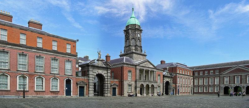 File:(Ireland) Dublin Castle Up Yard.JPG
