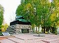 Братська могила загиблих воїнів та підпільників в роки Другої Світової війни.jpg