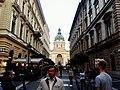 Вид на базилику Святого Иштвана с улицы Зриньи.jpg