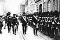 Похороны Марии Фёдоровны (00) Почётный караул датской королевской лейб-гвардии напротив храма Александра Невского.jpg