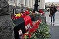 Цветы рядом со входом в здание вокзала.jpg