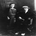 איכר ואשתו בבגדי יום - טוב ( בצילום באולפן של צלם) ( ת. מ. 1915) .-PHG-1025004.png