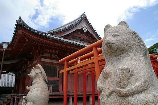 https://upload.wikimedia.org/wikipedia/commons/thumb/3/38/%E5%B1%8B%E5%B3%B6%E5%AF%BA_Yasima_Temple_-_panoramio.jpg/512px-%E5%B1%8B%E5%B3%B6%E5%AF%BA_Yasima_Temple_-_panoramio.jpg