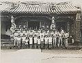 臺灣空軍官校師生校外教學攝於日月潭文武廟前 officers and students of Taiwan Air Force Academy in front of a temple.jpg