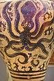 02 2020 Grecia photo Paolo Villa FO190063 bis (Museo archeologico di Atene) Anfora in terracotta dal Palazzo di Micene con polpo, XVsec a.C. , con gimp.jpg