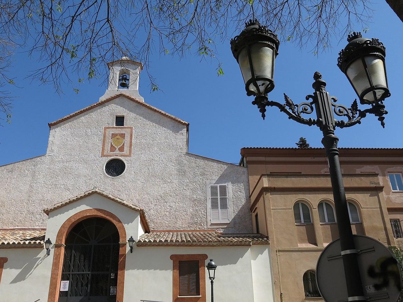051 Santuari de la Mare de Déu del Lledó i Casa de la Caritat (Valls), des del pg. dels Caputxins.jpg