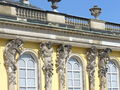 1017.Die mit 36 Bacchantenhermen und Bachantinnen beschmückte Südfassade Sanssoucis Steffen Heilfort.JPG