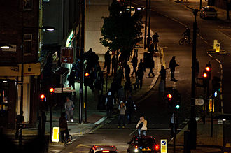 2011 England riots - Rioters attempt to loot a cycle shop in Chalk Farm, Camden