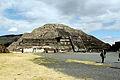 2013-12-23 Teotihuacan Mondpyramide anagoria.JPG