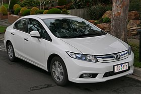 2014 Honda Civic (FB4 MY13) Hybrid sedan (2015-08-07) 01.jpg