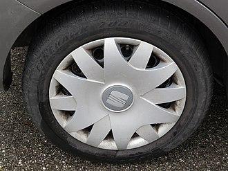 Firestone Tire and Rubber Company - Firestone Firehawk 700 195/55 R 15 (2017)
