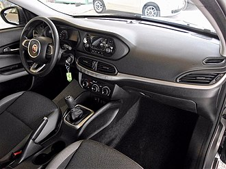 Fiat Tipo (2015) - Interior of basic trim with standard radio or UConnect 5-inch