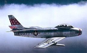 飛行するF-86F-35-NA 52-5233号機 (第72戦闘爆撃飛行隊所属、1955年撮影)