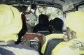 ASC Leiden - van Achterberg Collection - 03 - 17 - Les passagers d'un autobus avec des foulards jaunes - En route de Bamako pour Ségou, Mali - novembre-décembre 1993.tif