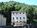 A fianco della chiesa di Prosto - panoramio.jpg