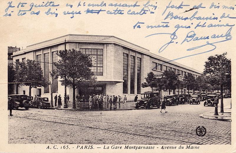Fichier:Abeille AC 165 - PARIS - La Gare Montparnasse - Avenue du Maine.jpg