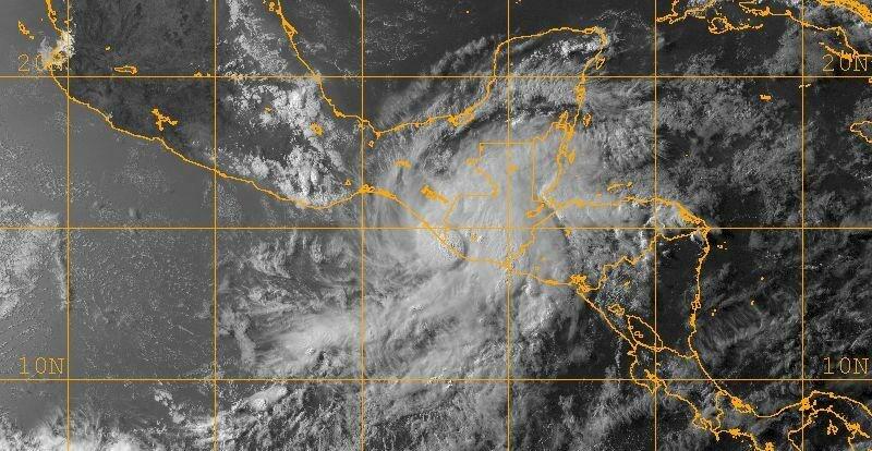 Agatha 29 May 2010 landfall 2245z